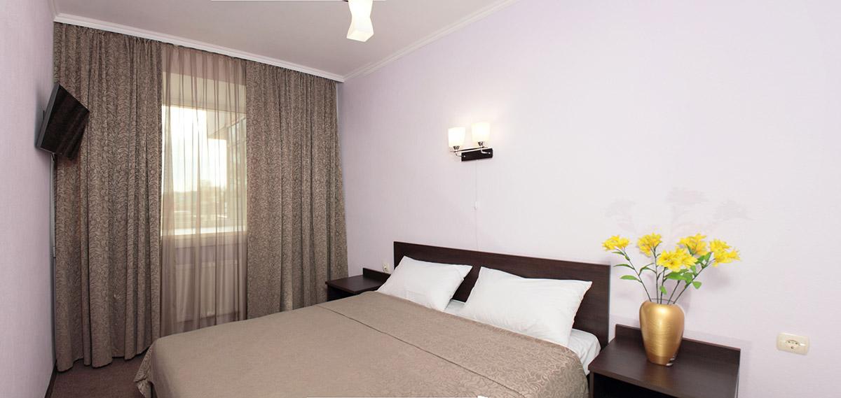 Кристалл - одно и двухместные номера с полутороспальными и двуспальными кроватями